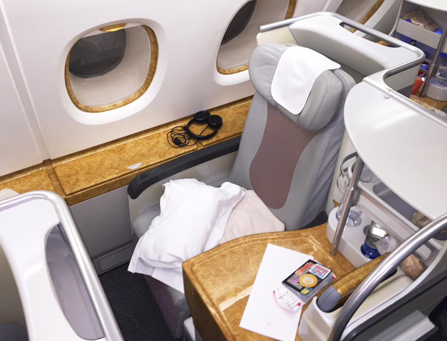In-flight Gifts/ Amenity Kits Collectables Emirates Business Class Blanket Sealed Not First Class